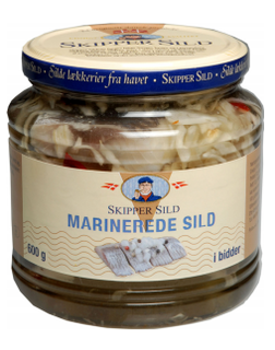 Skipper Sild marinerede i bidder - Marinated Herring