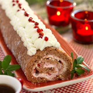 Ginger Swiss Roll with Lingonberry Filling